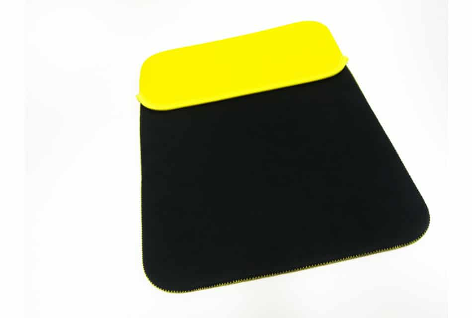 """<strong>15.6″ – 17.3″</strong><br>Sleeve-hoes """" Zwart – Geel """" i.p.v. gratis tas – <br><strong>15.6″ – 17.3″</strong><br>Sleeve-cover """" Black – Yellow """" instead of free bag"""